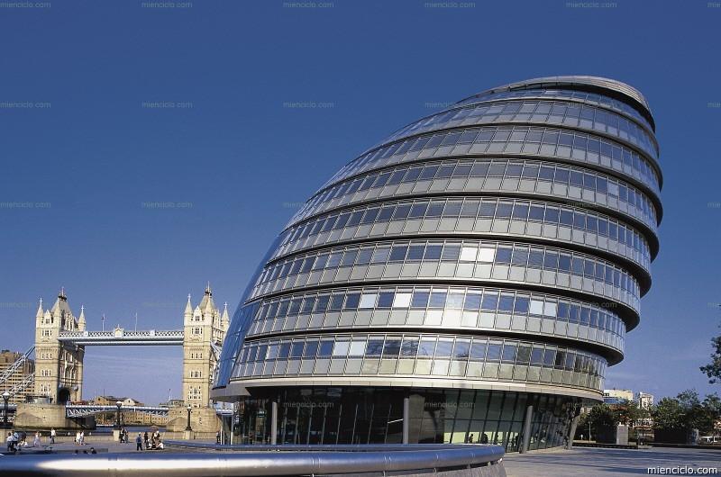 Hoy celebramos el cumplea os de norman foster uno de los for High tech arquitectura
