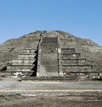 En Teotihuacán hallan un túnel bajo la Plaza de la Luna