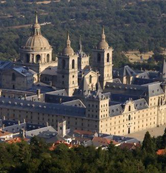 El 10 de agosto de 1557 Felipe II ordena la construcción del monasterio de El Escorial